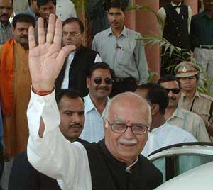 Advani casts his vote in Gandhinagar