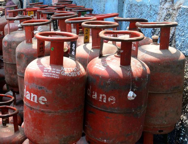Non-subsidised LPG price cut by Rs 23.50, Jet fuel by 1.8%