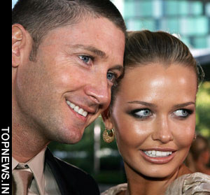 Lara Bingle jets off to South Africa to be with Michael Clarke
