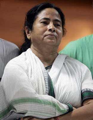 Trinamool chief Mamata Banerjee, CPI (M) rival file their nominations