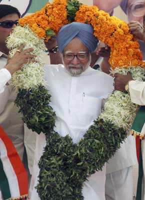 Election Commission gives clean chit to Manmohan Singh