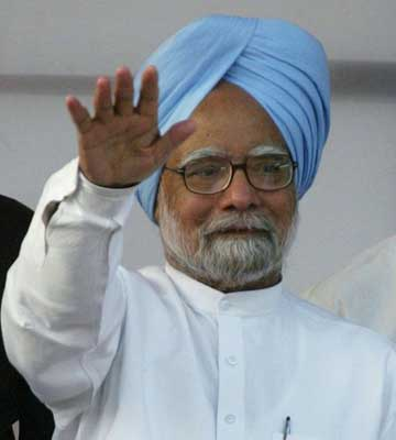 NDA can only give politics of division, says Manmohan Singh