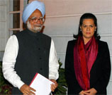 Manmohan Singh, Sonia Gandhi call Karunanidhi on Lanka Tamil issue