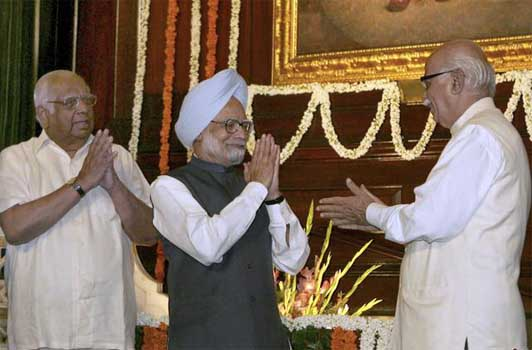 Advani skips PM''s farewell dinner for Chatterjee
