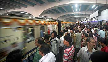 Mumbai Metro struggling to cope with crowd