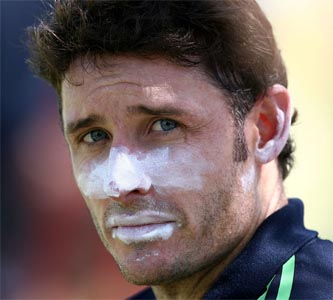 Hussey replaces Dhoni as top ODI batsman