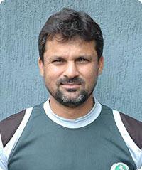 Johannesburg, Mar 1 : Former wicket keeper <b>Moin Khan</b> has urged the Pakistan <b>...</b> - Moin-Khan_1