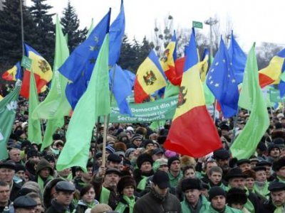 Moldovans protesting Communist vote win break into parliament