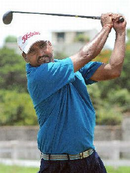Mukesh Kumar coasts to six-stroke victory