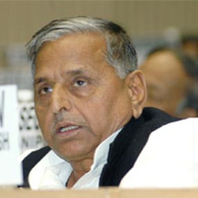 Mulayam releases Samajwadi Party manifesto, promises to remove farmers plights