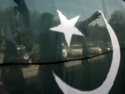 Pakistani militants clash with police in Peshawar