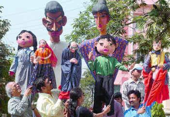 Puppeteers on World Puppetry Day enthrall people of Tripura