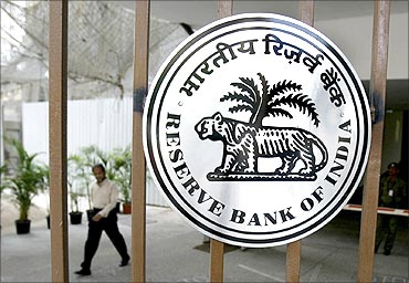 RBI to issue new bank licences by January 2014