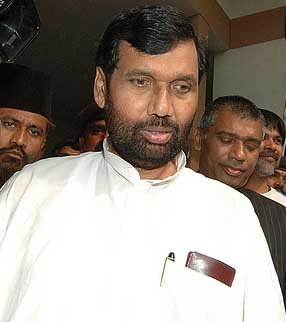 Now, Paswan blames Congress for Babri Masjid demolition
