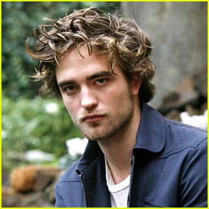 Robert Pattinson 11 %Category Photo