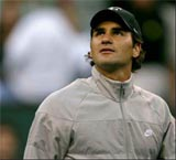 Federer out of Dubai, Davis Cup with back injury
