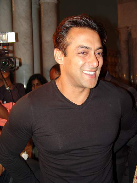 http://www.topnews.in/files/Salman-Khan-London-Dreams.jpg