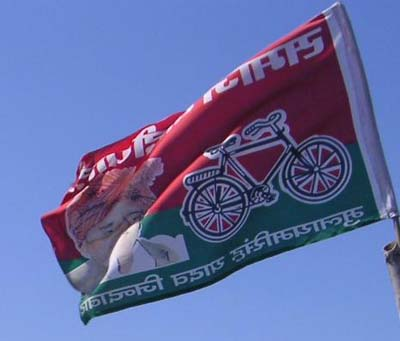 Samajwadi Party activists protest against Rahul Gandhi