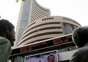 Sensex ends above 25K mark for the 1st time, Nifty at new high