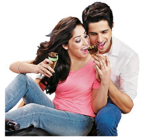 http://topnews.in/files/Sidharth-Yami-Gautam.jpg