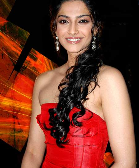 famous celebrities of sonam kapoor youtube