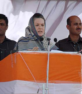Advani can't take decisions on his own: Sonia Gandhi