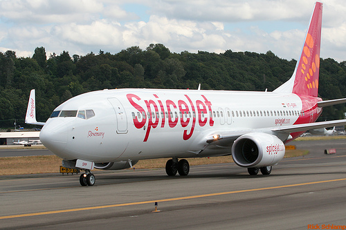 SpiceJet to import jet fuel through Reliance Industries