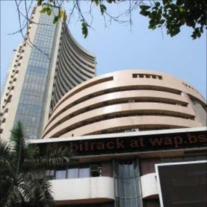 Indian Markets Trade Lower; Tata Motors Downgraded, HUL Touches 52-week High