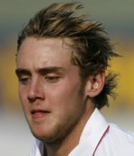 Broad not keen on taking Flintoff's place in Test team