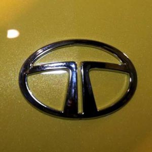 Sell Tata Motors With Target Of Rs 1000