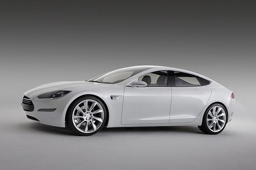 Tesla delivers first Model S electric cars to customers