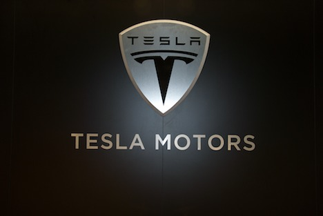 Tesla Motors changes financing strategy for electric sedan