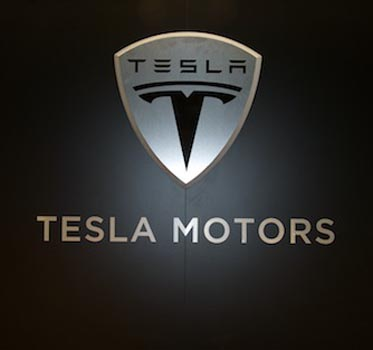 Tesla gives up patents to 'open source movement'