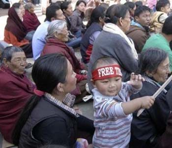 Exiled Tibetans continue protests in India against China