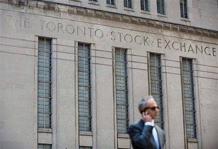 Toronto stock market falls on Friday on lower commodity prices