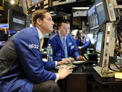 US stocks rise, overcoming dip in consumer confidence
