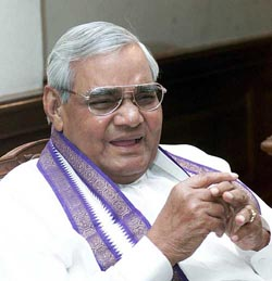Lucknow sees prayers, feasts for poor on Vajpayee's birthday