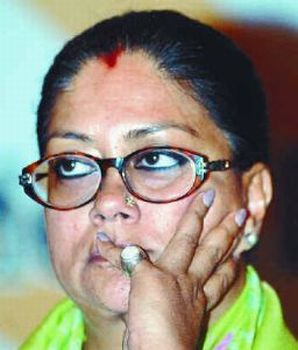 Raje may not resign for now, say her supporters