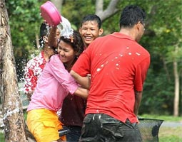 Water fights mark Thai New Year festival in April
