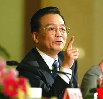 Chinese PM Promises on New Year To Maintain Economic Growth