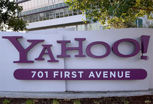 Yahoo reports loss but beats expectations