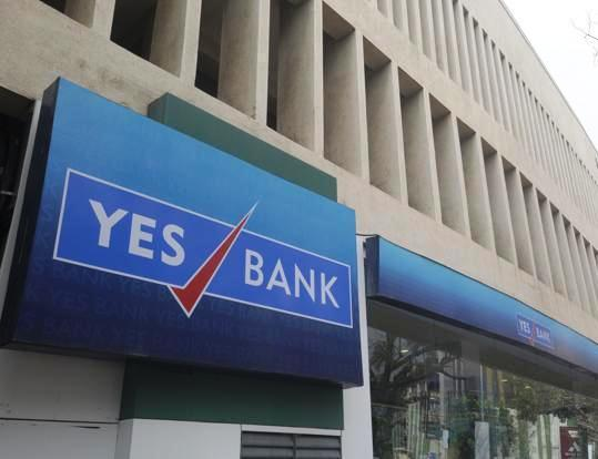 Yes Bank chief meets Madhu Kapur in order to settle disputes out of court