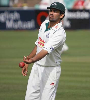 Zaheer's fiery five wicket haul puts India on top in Basin Reserve Test