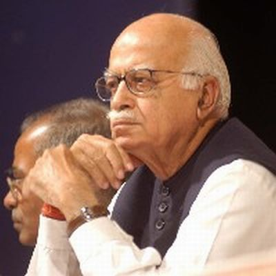 Advani meets Amit Shah in Sabarmati jail