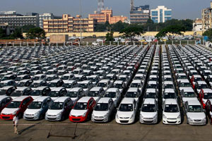 Indian auto sales rise, outlook grim