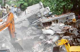 Building collapses in Surat