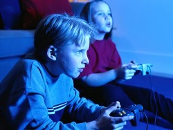 Study finds action video games improve eyesight