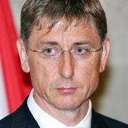 Prime Minister Gyurcsany quits as Socialist Party leader