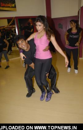 Aarti Chhabbria practicing dance steps for New Year's bash at Andheri