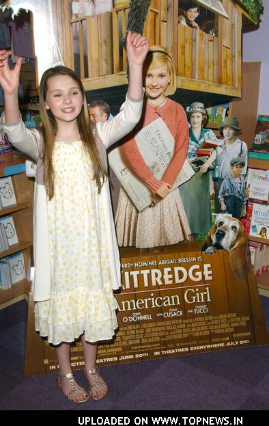 "Abigail Breslin Makes Announcement Regrading Her Film ""Kit Kittredge"" While Meeting Her Fans"